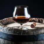 Whiskey_Glass_On_Oak_Barrel_Wine4Food